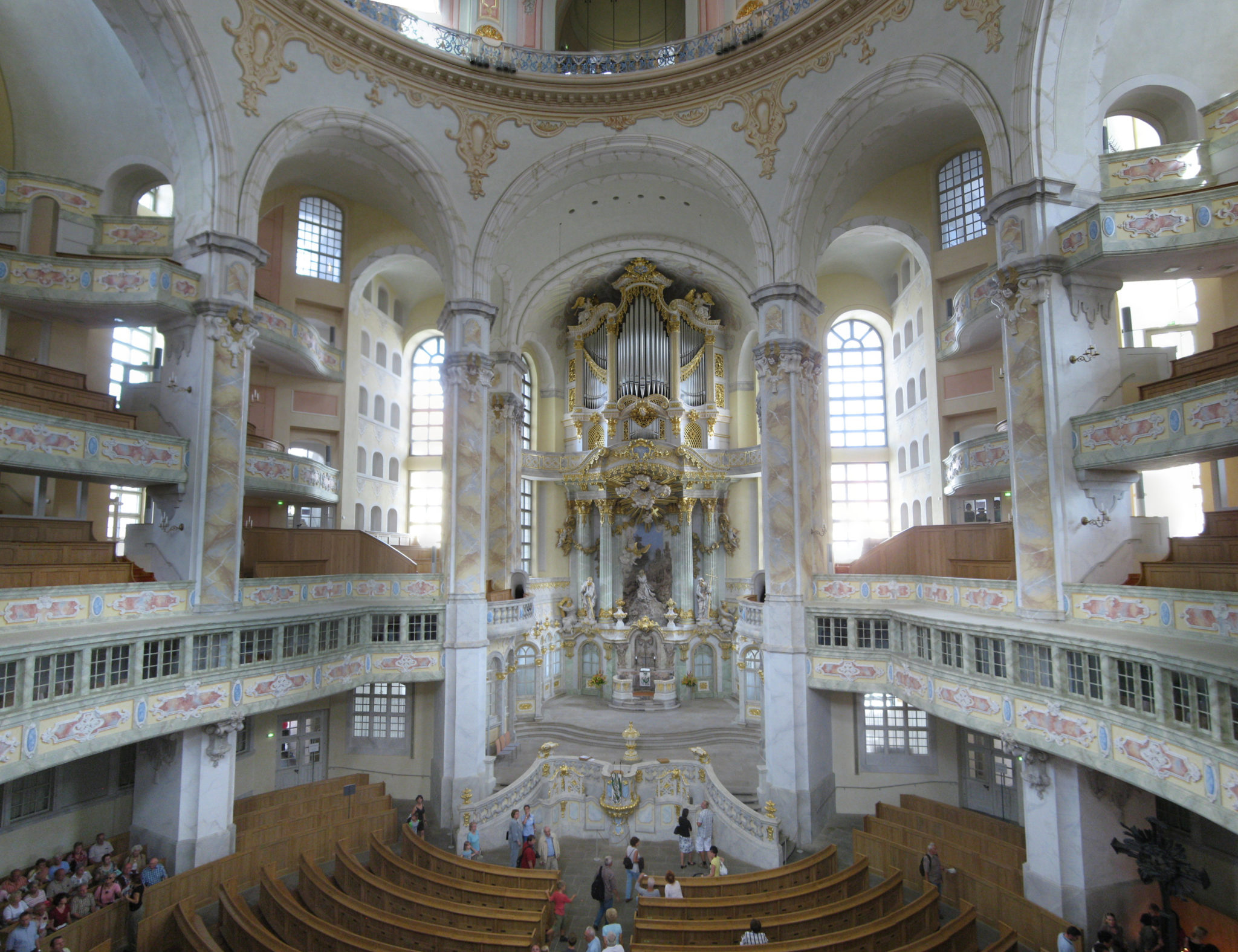 Frauenkirche_interior_2008_001-Frauenkirche_interior_2008_009, picture from internet