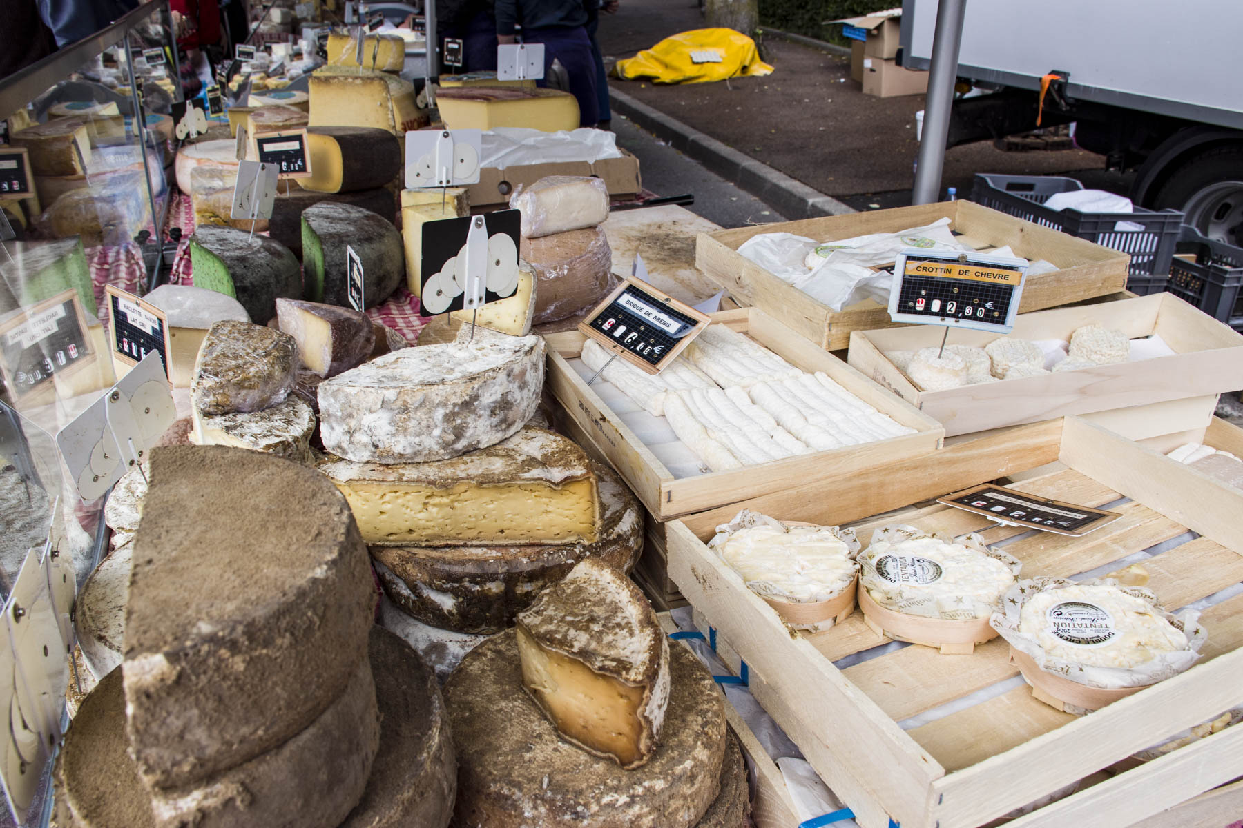 Cheeses-on-the-Ferney-Voltaire-market