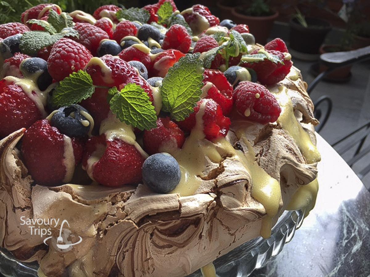 Pavlova fruit cake