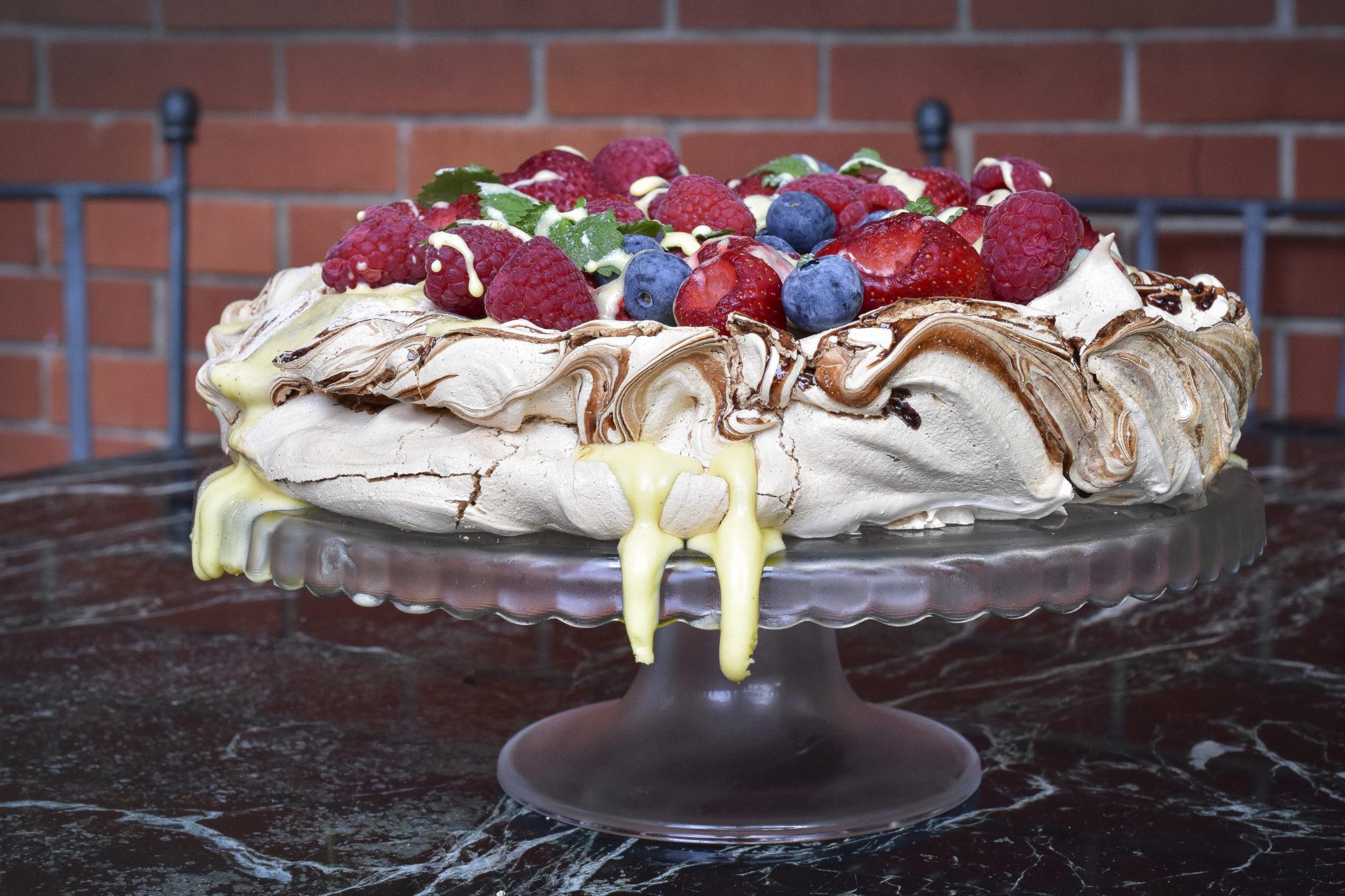 Fruit cake Pavlova cremeschnitte