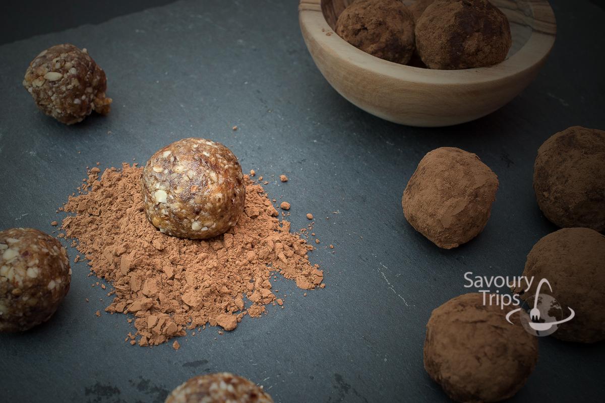 Sirovi kolači sa urmama / Raw date truffles