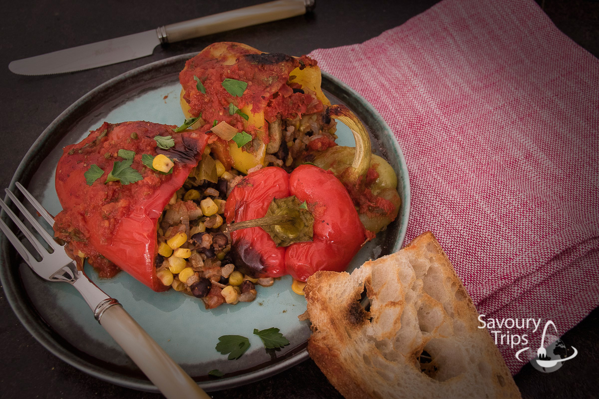 Posne punjene paprike pasuljem i kukuruzom / vegetarian stuffed peppers on Mexican way