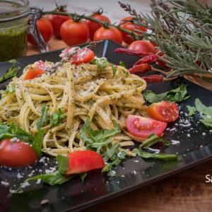 Pasta sa pesto sosom / Pasta with pesto sauce