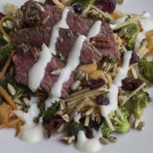 Šta spremiti za ručak - obrok salata od bifteka sa brokolijem i jabukama / Broccoli steak salad whole meal