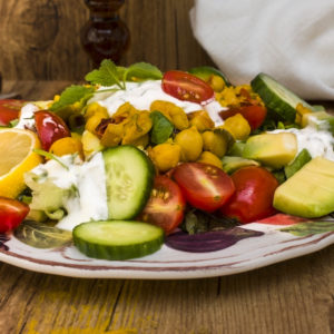 Letnja salata od leblebija i kurkume