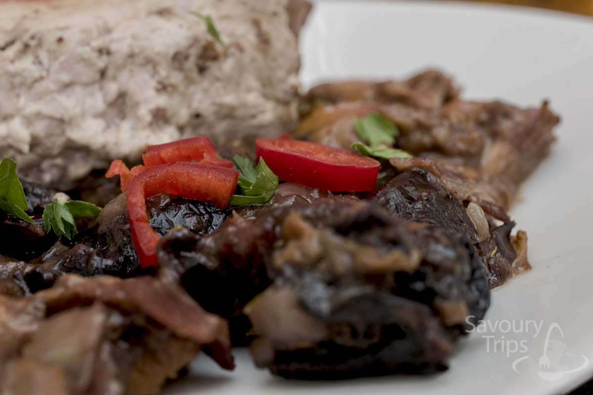 Pork fillet with mushrooms and dried plums