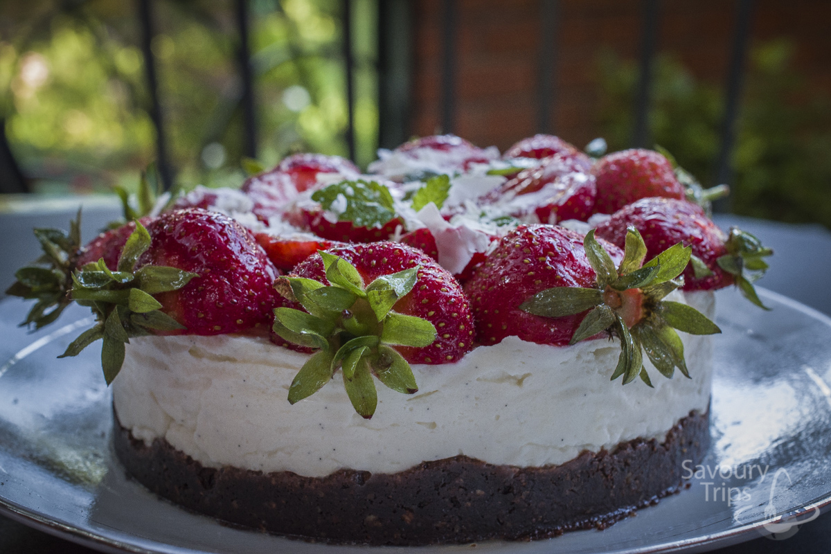 creamy strawberry cake