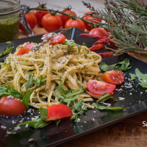 Pasta sa pesto sosom / Pasta with pesto sauce