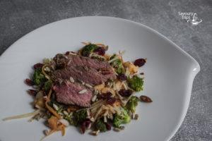Šta spremiti za ručak - obrok salata od bifteka sa brokolijem i jabukama / Broccoli salad with beef vegetables and fruits