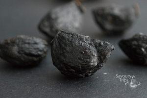 Crni-beli luk, black garlic