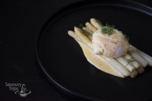 Asparagus in Hollandaise sauce