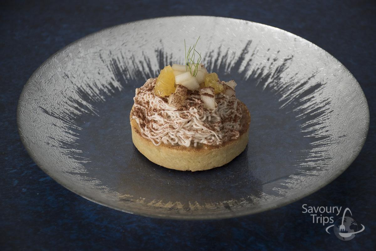 Chestnut tart with pear coilis